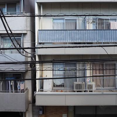 お向かいのマンションがみえますが、角度を変えれば空も見えますよ〜