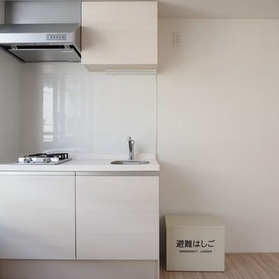 キッチンは2口コンロ!キッチンに自然光が入るのっていいですね