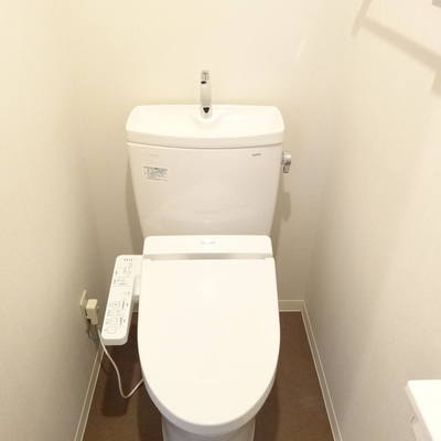 トイレもピカピカ!ウォシュレット付きです。