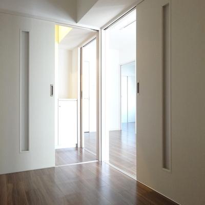 こちらはフリールーム。リビングからも玄関からも入れるつくり。書斎にしてもいいかも。