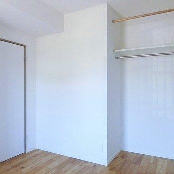こちらのお部屋はオープンクローゼット!※前回募集時の写真です