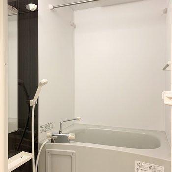 お風呂には浴室乾燥機付で雨の日のお洗濯も安心◎
