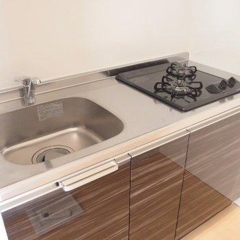 キッチンはひとり暮らしサイズ。※写真は別部屋