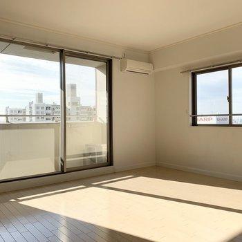 実はこのお部屋2面採光です。(※写真は12階の同間取り別部屋のものです)