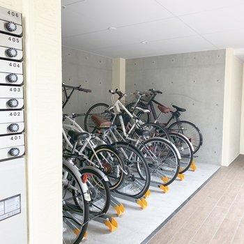 自転車置場はエントランス前に。