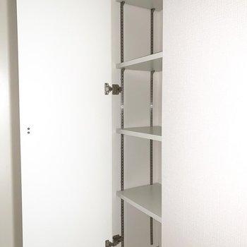 シューズボックスも玄関脇にきちんと完備。(※写真は1階の同間取り別部屋のものです)