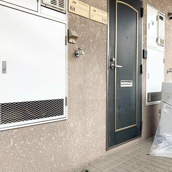洗濯機は外の廊下になります。