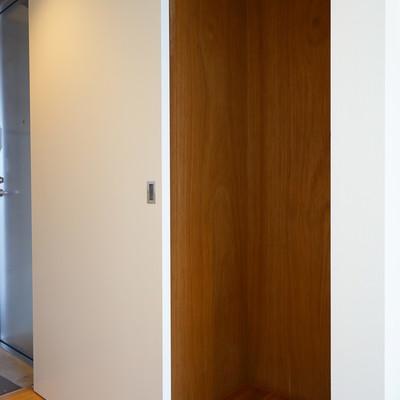 キッチン横にも収納あります!※1階の反転間取り別部屋の写真