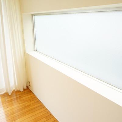 片面はスモークガラスです!※1階の反転間取り別部屋の写真