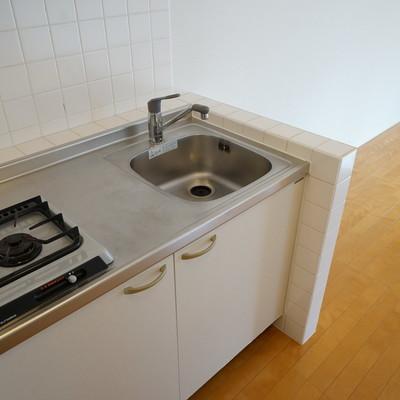 キッチンは1口ですがゆったり!※写真は前回募集時のものです