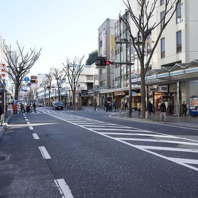 駅からはこの大きな商店街を通って行きます♪