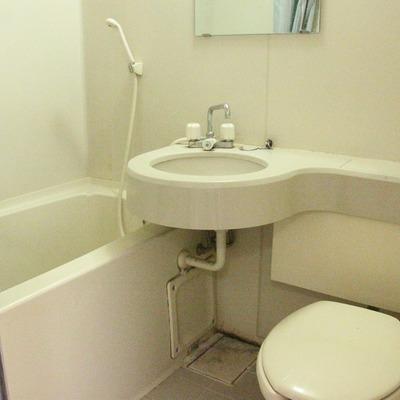 3点ユニットですが、洗面台は広めです