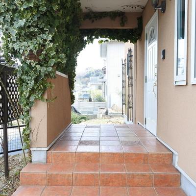 玄関はこんなにきゅーとよ。緑増やしたいなあ!!
