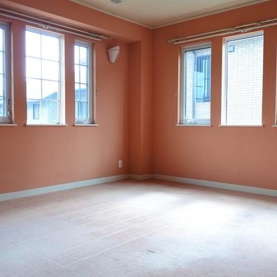 こちらは2階の主寝室。かなりゆったりしています。