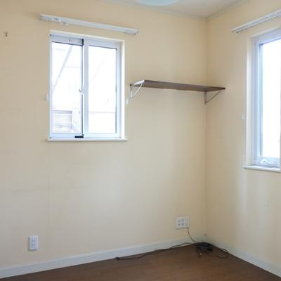 こちらが1階の寝室。お客様の寝室とかによさそうね。