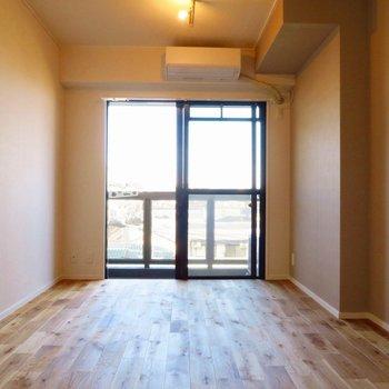 気持ちの良い無垢床空間です!