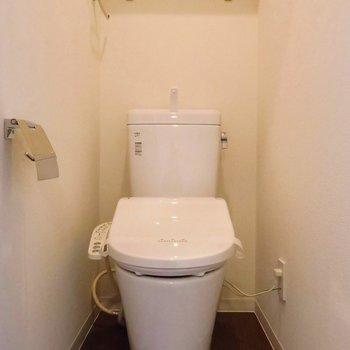 トイレは新しく。ウォシュレットつきです!