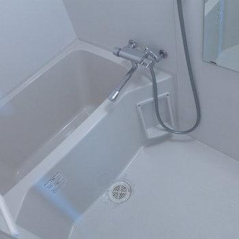 お風呂は浴室乾燥機付き!(※写真は12階の反転間取り別部屋のものです)
