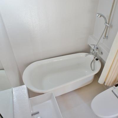 お風呂も洋風に。窓あります!※写真は前回募集時の写真です