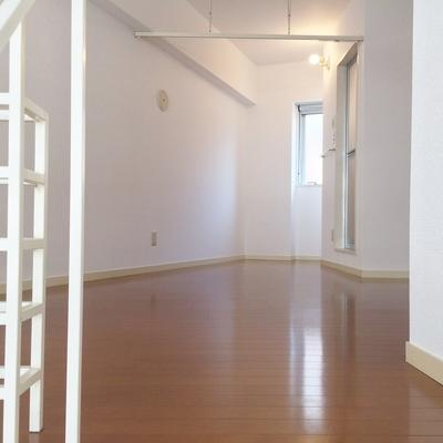 こちらは2階の洋室です