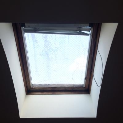 ロフトには天窓付き
