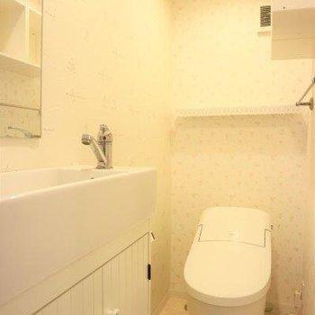 その先にトイレ。お風呂と別なのが良いですね。※写真は前回募集時のものです