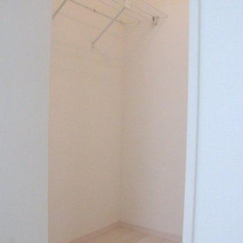 6.7帖の洋室にはウォークインクローゼットを完備!