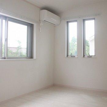 2面採光の6.2帖の洋室