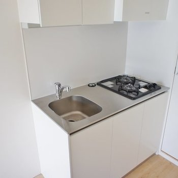 キッチン、コンパクトだけど二口※写真は301号室
