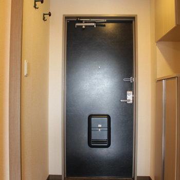 シューズボックスありますよ※写真は4階の同間取り別部屋のものです