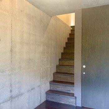 【下階】ギュッとコンパクトな空間。