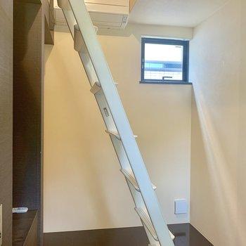 【上階】あんなところにも小さな窓が!