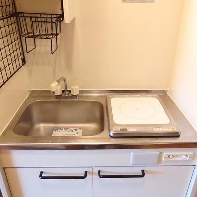 まな板を置くスペースはなし。外食派の方の為のキッチンです