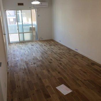 自慢の無垢床!※写真は前回募集時のものです。床の種類が異なります。
