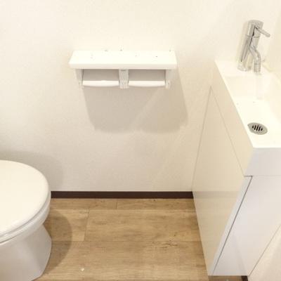 トイレと洗面の距離はこんなかんじ。