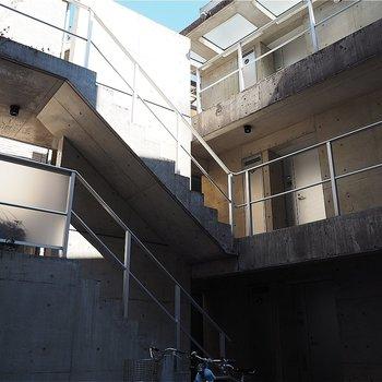 階段は最後の方屋根がないです!