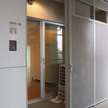 玄関は2重になっています(写真は別部屋)