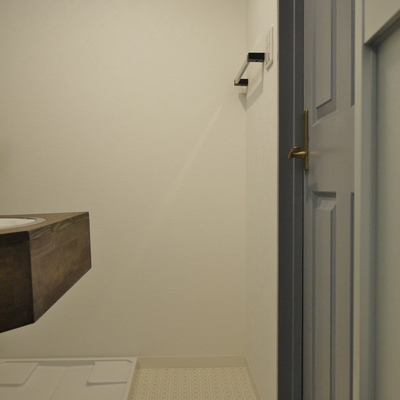 洗面所は、少し狭いです。※写真は前回募集時のもの