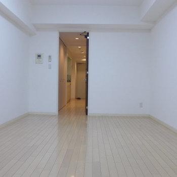 ベランダ側からの眺め。ゆとりあります※写真は4階の反転間取り別部屋のものです