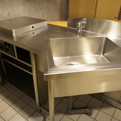 変わったキッチンです。あれれ、コンロは・・・?
