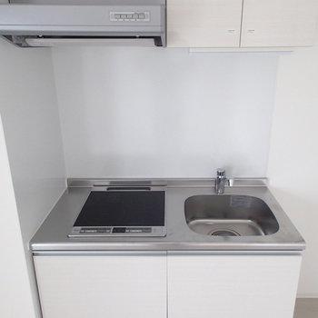 キッチンはミニマムに。※写真は4階の同じ間取りの別部屋です。