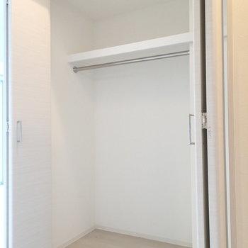 収納は廊下にありますよ。※写真は4階の同じ間取りの別部屋です。