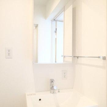洗面台もシンプル・イズ・ベスト※写真は別のお部屋です