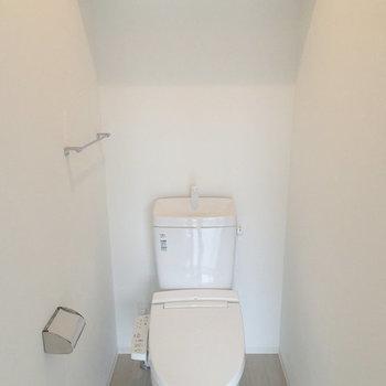 トイレ。棚がいいよね※写真は別のお部屋です