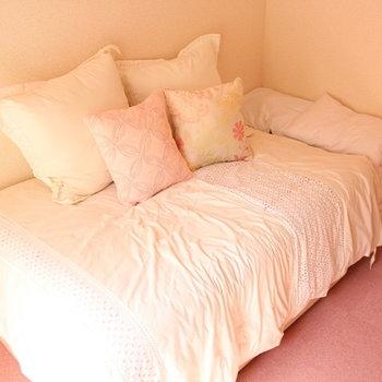 ベッドも大きめ(布団、クッションは付きません)