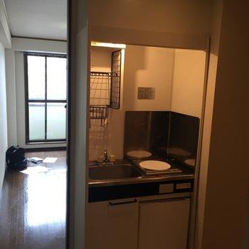 もともとのキッチンはとって開放的な空間に※写真は工事前