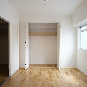 LDKにも寝室にも収納があるので、仲良く使ってくださいね!