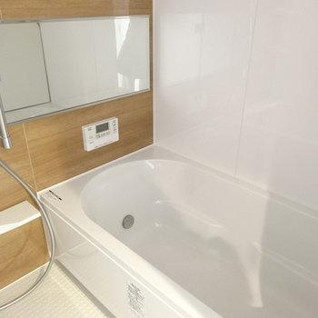 キレイでゆ〜ったりしたお風呂は、追い焚き&浴室乾燥暖房付きです。