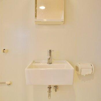 洗面台は小さめ ※写真は前回募集時のものです