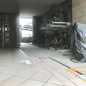 駐輪場とバイク置き場は入口横。すっきりしてます。